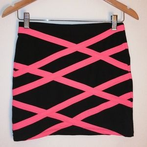 Forever 21 black and néon Pink skirt size small